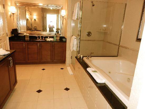 beautifulspacious bathroom  Picture of Signature at MGM