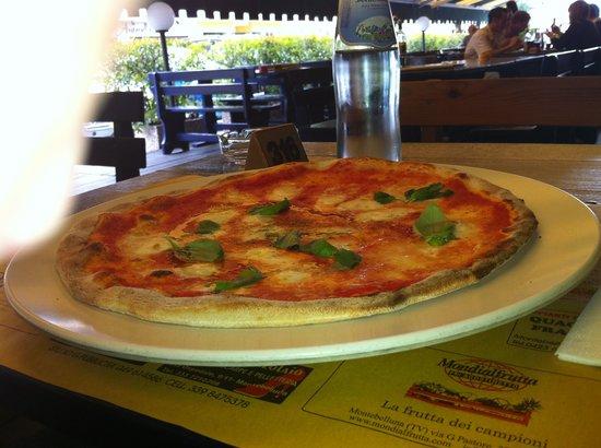 Foto de Pizzeria La Terrazza Montebelluna Pizza Del Re