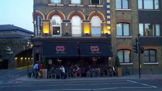 Family Restaurants Near Embankment