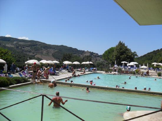 La piazza di Bagno Vignoni  Foto di Piscina Val di Sole