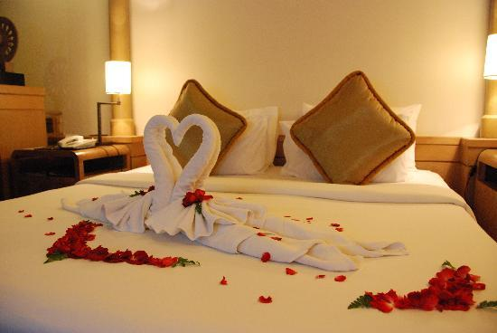 Romantic Hotel Room Set Up Charming Ideas 2