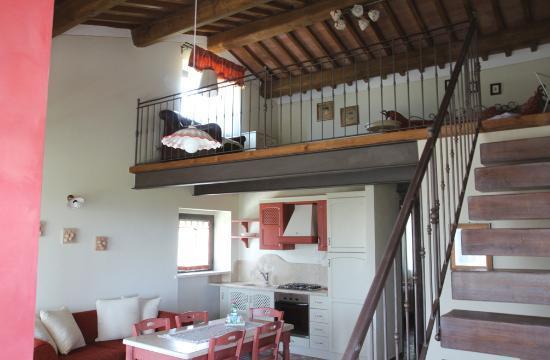 Soggiorno appartamento con soppalco  Picture of
