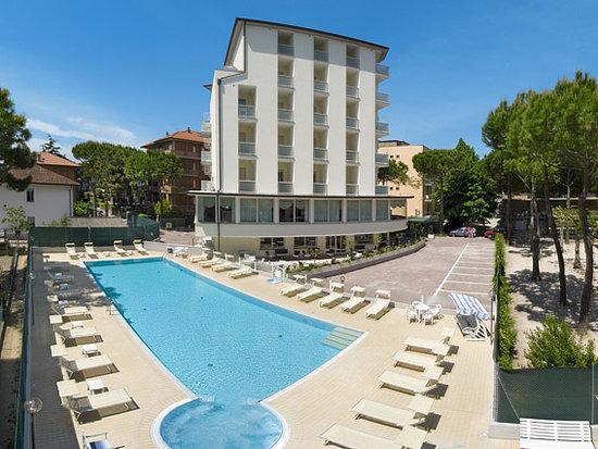 HOTEL THOMAS Pinarella Italien  omdmen och