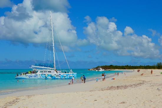 Little Water Cay: Kitty Kat catamaran from Beaches TCI