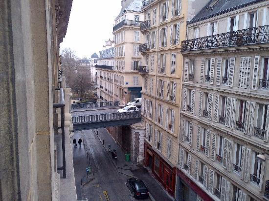 Molto angusto la tazza del bagno  Picture of Relais du Pre Hotel Paris  TripAdvisor