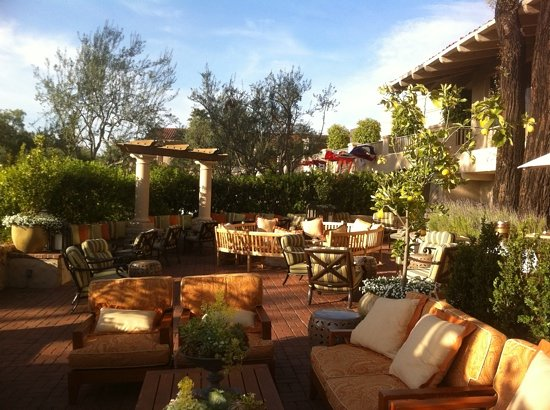 picture of veranda fireside lounge