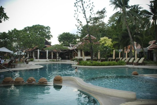 Pool Beside Beach Picture Of Chaweng Regent Beach Resort