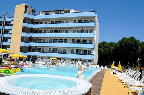 Club Family Hotel Costa dei Pini Pinarella Italie  voir les tarifs et 13 avis