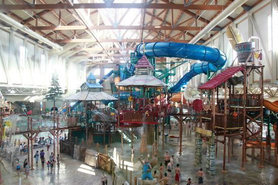 Lodge Great Water Park Indoor Wolf