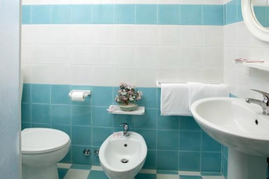 Bagni ristrutturati con Box doccia  Foto di Caorle Provincia di Venezia  TripAdvisor