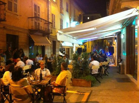 Una serata all39aperto da Tantì a Nizza Monferrato Asti