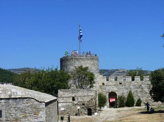 https://i0.wp.com/media-cdn.tripadvisor.com/media/photo-s/02/dd/32/71/the-castle-of-kavala.jpg