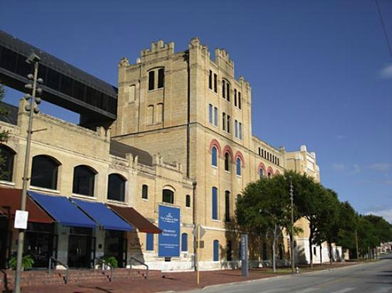 Street view of San Antonio Museum of Art