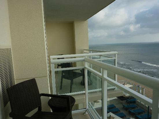 virginia beach hotels with kitchen farmhouse table great view - picture of oceanaire resort hotel, ...