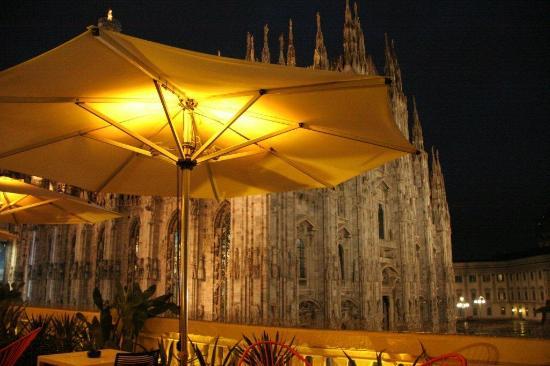 terrazza Aperol dalla piazza del Duomo  Picture of Terrazza Aperol Milan  TripAdvisor