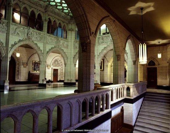 The House of Commons foyer  Le foyer de la Chambre des communes  Picture of Parliament Hill