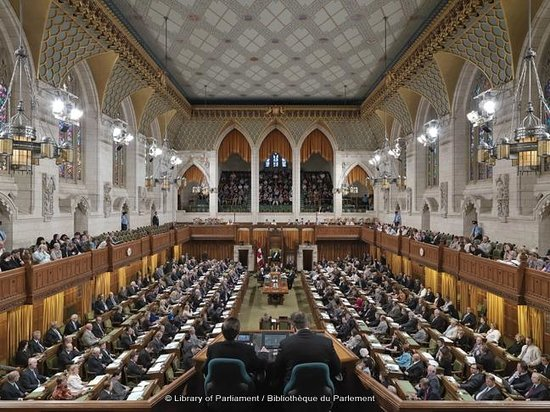 The House of Commons  La Chambre des communes  Picture of Parliament Hill and Buildings