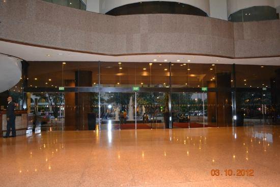 Entrance to hotel - Picture of Holiday Inn Singapore Atrium - TripAdvisor