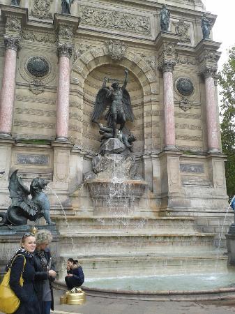 Fontaine SaintMichel  Paris  Les avis sur Fontaine SaintMichel  TripAdvisor