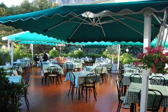terrazza estiva  Bild frn Pizzeria Al Girotondo Cefalu