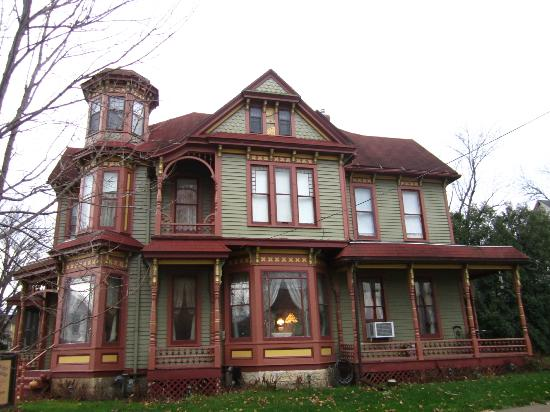 Thb The Queen Anne House Bed And Breakfast Hotel In Harrison