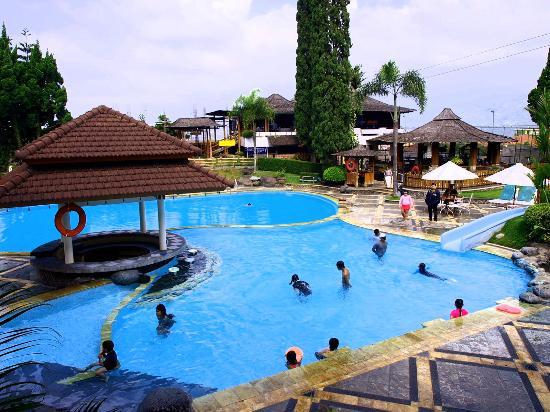 Hotel Keluarga Dengan Taman Yang Luas Dan Terawat Ulasan