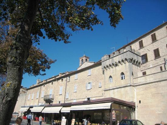 Outlet San Marino - Idee per la progettazione di decorazioni ...