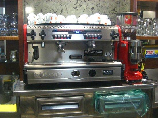MACCHINA CAFFE LA SPAZIALE BY HAUSBRANDT  Picture of Trattoria Bar Mancalaqua Lugagnano