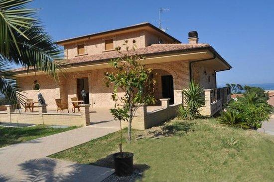 La Terrazza sul Cerrano Pineto Italie  voir les tarifs et avis chambre dhtes  TripAdvisor