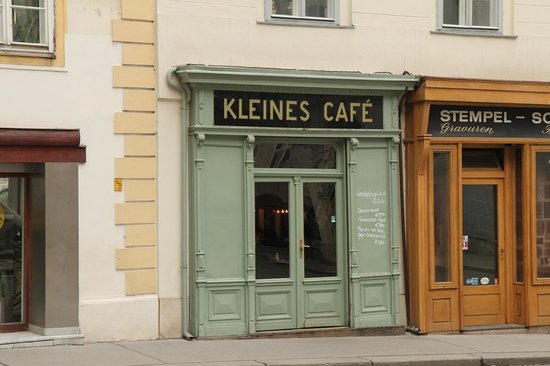 https://i0.wp.com/media-cdn.tripadvisor.com/media/photo-s/03/a1/f0/56/kleines-cafe.jpg