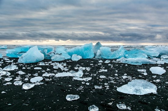 Black sand beach 1 - Picture of Jokulsarlon Lagoon, Iceland