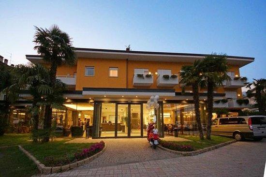 HOTEL CAMPAGNOLA Riva Del Garda Prezzi 2019 e recensioni