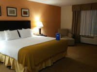 King Size Bed / Room - Picture of Holiday Inn Express ...