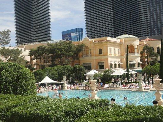 Piscina do hotel  Foto de Bellagio Las Vegas Las Vegas  TripAdvisor