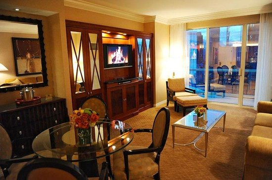 Signature At Mgm Grand One Bedroom Balcony Suite