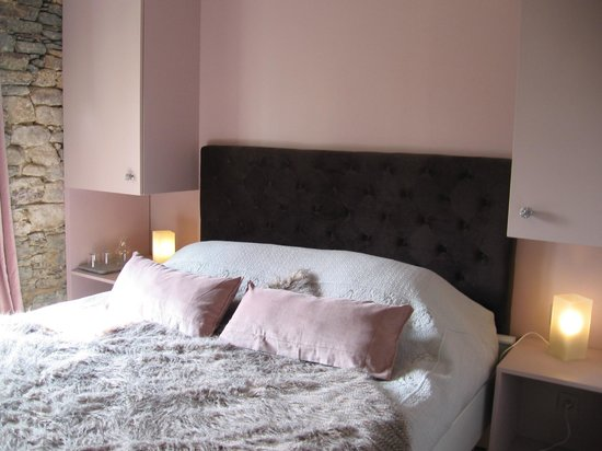 une chambre revisite en gris perl  rose poudr  Picture of Plumeliau Morbihan  TripAdvisor