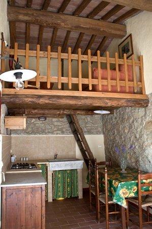La cucina con soppalco  Picture of Agriturismo Podere