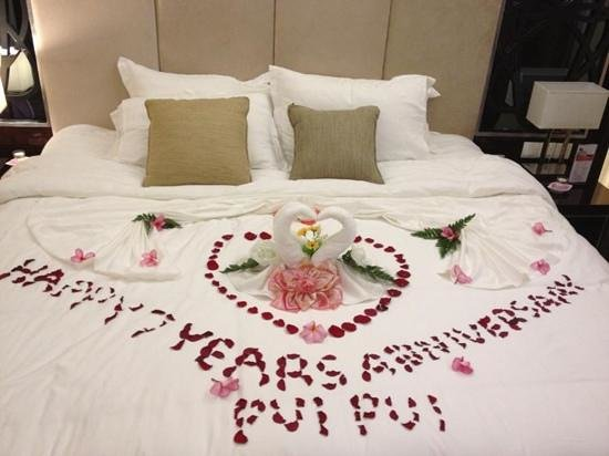 Video Romantic Ways To Decorate A Hotel Room On Valentine 39 S Day For Your Boyfriend Ehow