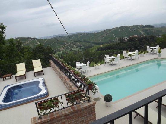 Vista Vs La Piscina Foto Di Locanda San Giorgio Neviglie
