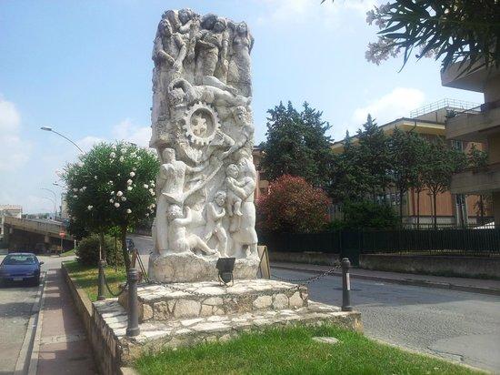 Monumento ai Caduti sul Lavoro  Caserta  Recensioni su