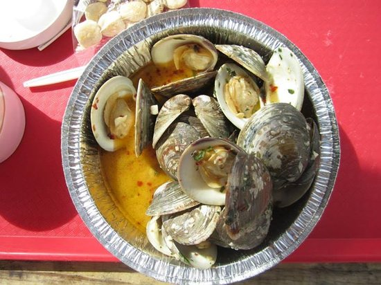 A dozen littleneck clams cooked so good! Picture of
