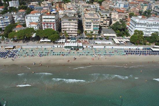 spiaggia  Picture of Bagni Lido Alassio  TripAdvisor