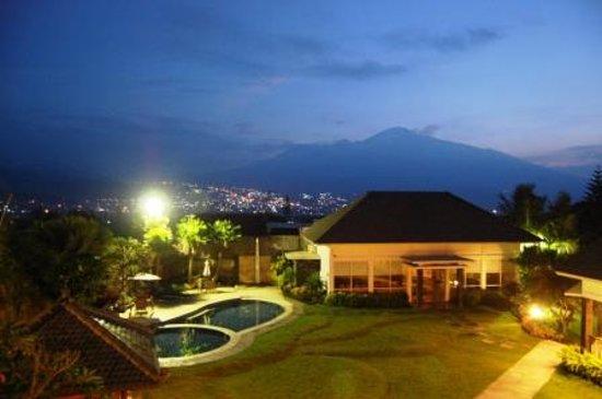 Beautiful Night View Foto Hotel Sumber Batu Tripadvisor