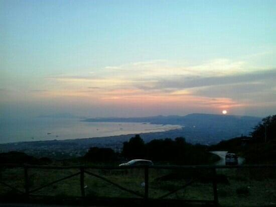 uno stupendo tramonto  Foto di Terrazza Due Golfi Ercolano  TripAdvisor