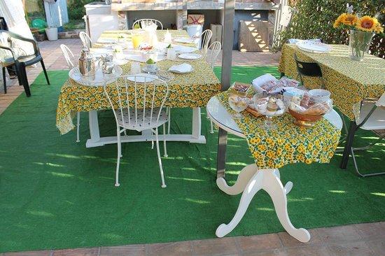 veranda servizio colazione estiva  Foto di BB La Casa