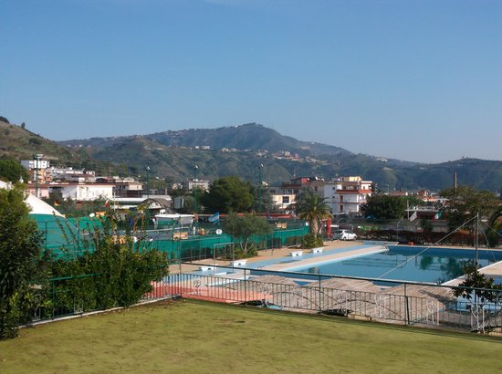 A Dying Hotel Review Of Tennis Hotel Pozzuoli Italy