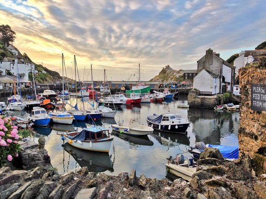 https://i0.wp.com/media-cdn.tripadvisor.com/media/photo-s/05/21/c3/20/polperro-harbour.jpg