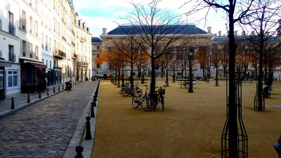 Photos of Place Dauphine, Paris