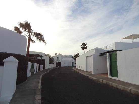 Las Coronas Apartments View Of Internal Street To Get Villa