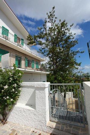 la terrazza dell appartamento basilico  Foto di Residence le Ali del Conero Marcelli di
